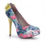 tendências florais passarela calçados