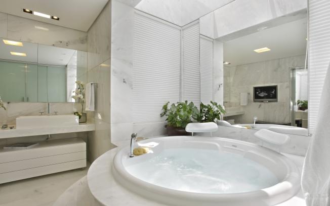 Banheiros de Luxo Decorados Fotos -> Banheiro Pequeno E Luxuoso