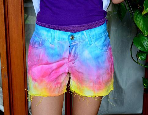 Shorts Coloridos com Tinta de Tecido