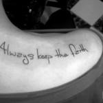 Tatuagens Escritas Delicadas – Fotos