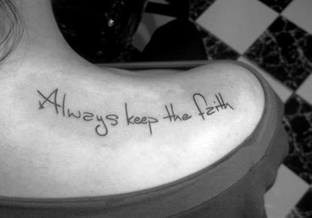 Tatuagens Escritas Delicadas