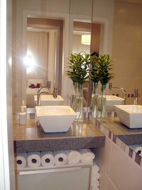 Banheiro Decorado com Plantas  Fotos e Dicas para Decorar # Banheiro Decorado Para Apartamento Pequeno