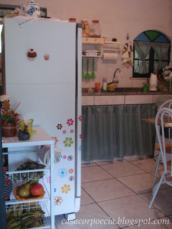 Portanto como podemos ver decorar uma cozinha de forma simples e