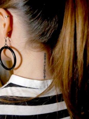modelos-de-tatuagens-na-nuca-femininas-4