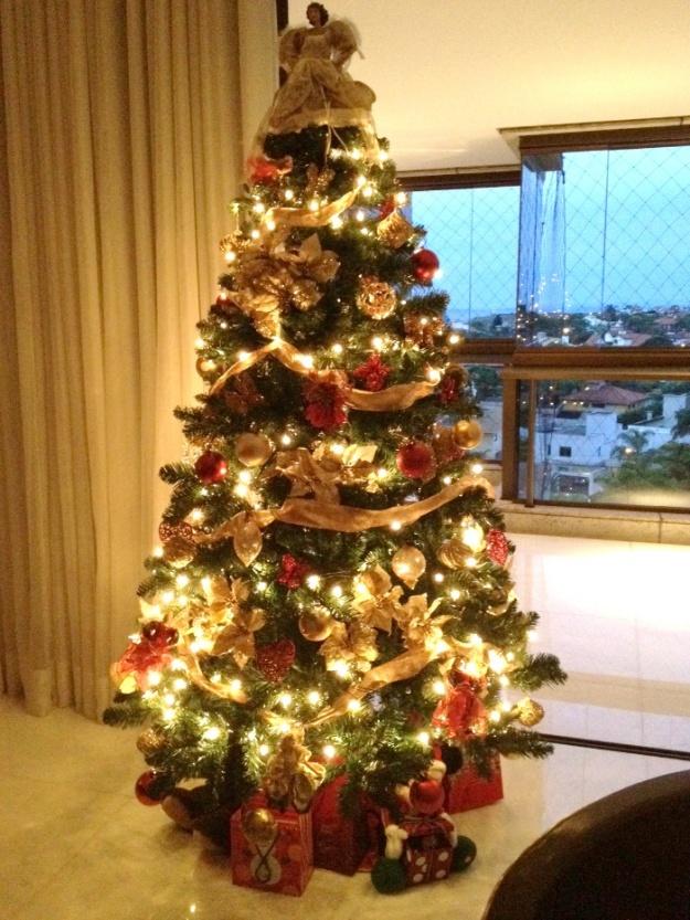 decoracao arvore de natal vermelho e dourado:Siga essas dicas de decoração de Natal e arrume como nunca sua casa