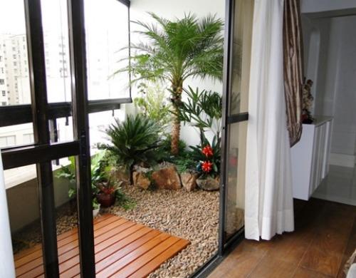 Dicas para decorar um mini jardim na varanda de apartamento