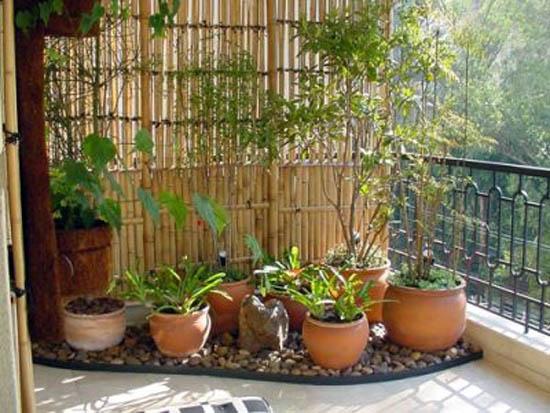 mini jardim apartamento:Dicas para decorar um mini jardim na varanda de apartamento :