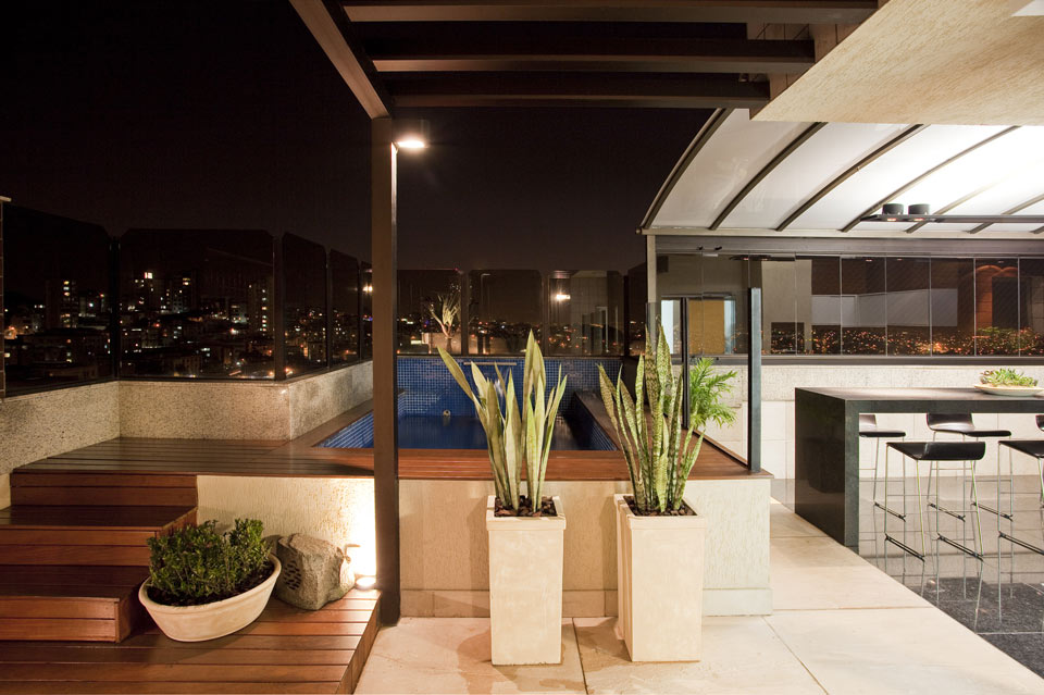 fotos jardim piscina : fotos jardim piscina:As piscinas decoradas com jardim trazem flores de diferentes espécies