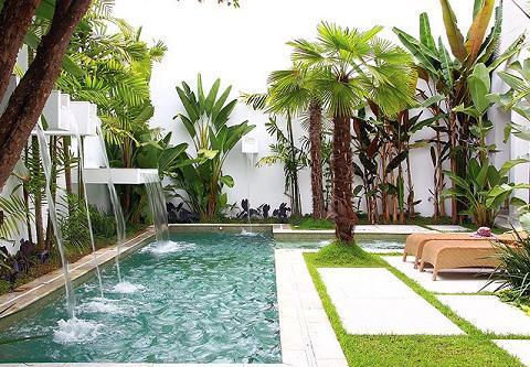 piscinas-decoradas-com-jardim-7