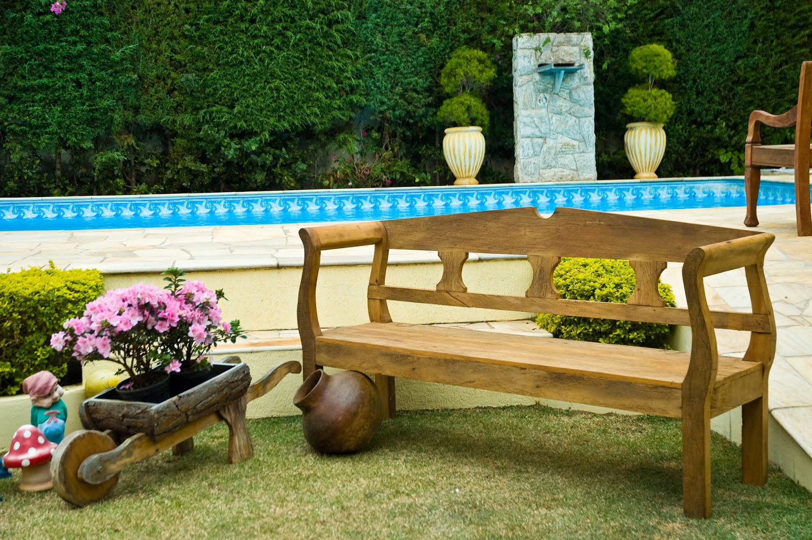 piscinas decoradas com jardim trazem flores de diferentes espécies e  #0E90BD 1600x1064