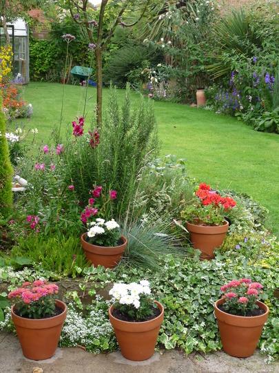 Como Decorar um Jardim Externo Gastando Pouco