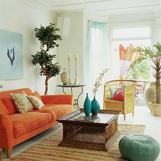 decoracao de sala pequena gastando pouco:Teal and Orange Bohemian Living Room