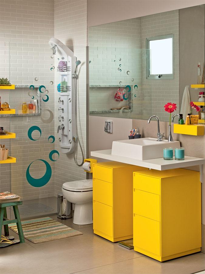banheiros coloridos amarelos